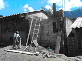 Fase de reforzamiento de  las columnas para la terraza de concreto, esto no estaba previsto, sin embargo se invirtió para reforzar y asi dejar un buen trabajo.